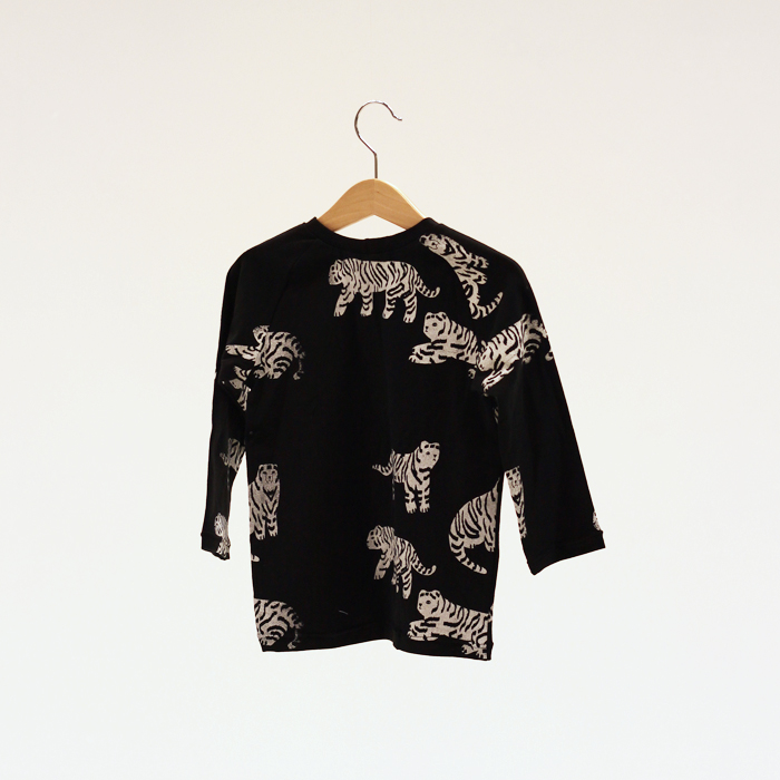 palett_stockholm_childrens_wear_shy_tiger_ls_shirt_aop_back.jpg