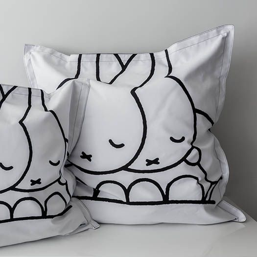 008b_blackwhite_miffy_dreambag_large
