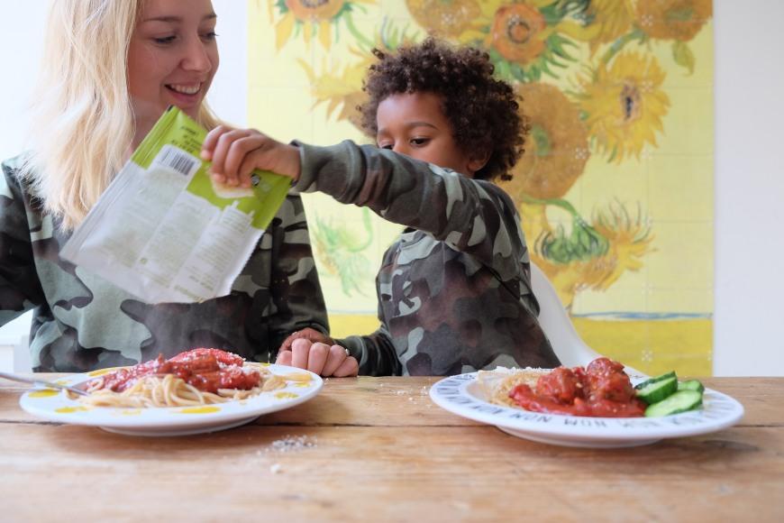 Samen pasta eten